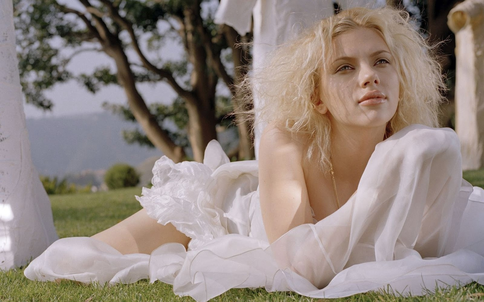 Scarlett johansson hd Wallpaper 10 With 1600 x 1000 Resolution ( 204kB )